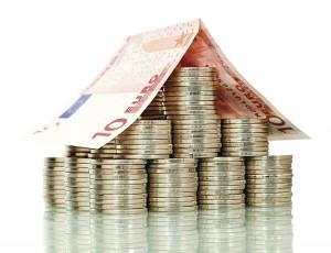 Nouă din cele mai mari zece bănci au decis să majoreze avansul la creditele pentru locuinţe
