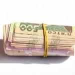 Grivna ucraineană s-a prăbuşit cu 21% faţă de dolar, după măsuri de liberalizare a cursului