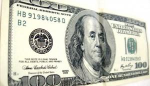 Dolarul a crescut la maximul ultimelor 8 luni în raport cu leul