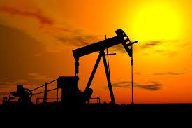 Prețul petrolului atinge cel mai redus nivel din ultimele 7 luni, din cauza supraproducției globale