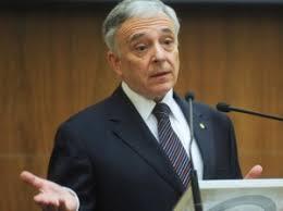 Mesajele guvernatorului BNR: Lichiditatea pe piaţa monetară – afectată de operaţiunile Trezoreriei statului şi de retragerea investitorilor nerezidenți în fața inflației