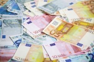 Agricultorii, împrumutaţi de o bancă pentru subvenţiile APIA sau pentru a lua fonduri nerambursabile
