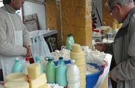 Jumatate din productia de lapte a Romaniei este vanduta in piata, la sticle PET