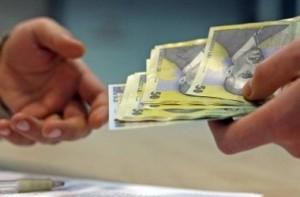 Finanțele – oficial: Da, Contribuțiile sociale trec de la angajator la angajat, însă nu vor scădea salariile nete