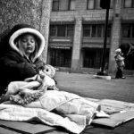 Campioni la sărăcie. Unul din 5 români trăieşte la limita sărăciei. Nu îşi permite să îşi achite facturile la timp sau să mănânce