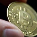 Moneda digitală Bitcoin a întrecut pentru prima dată aurul