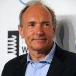 Tim Berners-Lee, inventatorul WWW (world wide web), ataca colosii Internetului cu ajutorul noului sau proiect de web decentralizat, Solid (social linked data)