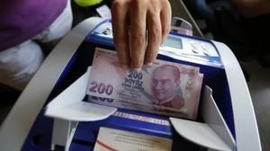 Lira turcească continuă să se prăbușească, alimentând temerile legate de o criză a euro