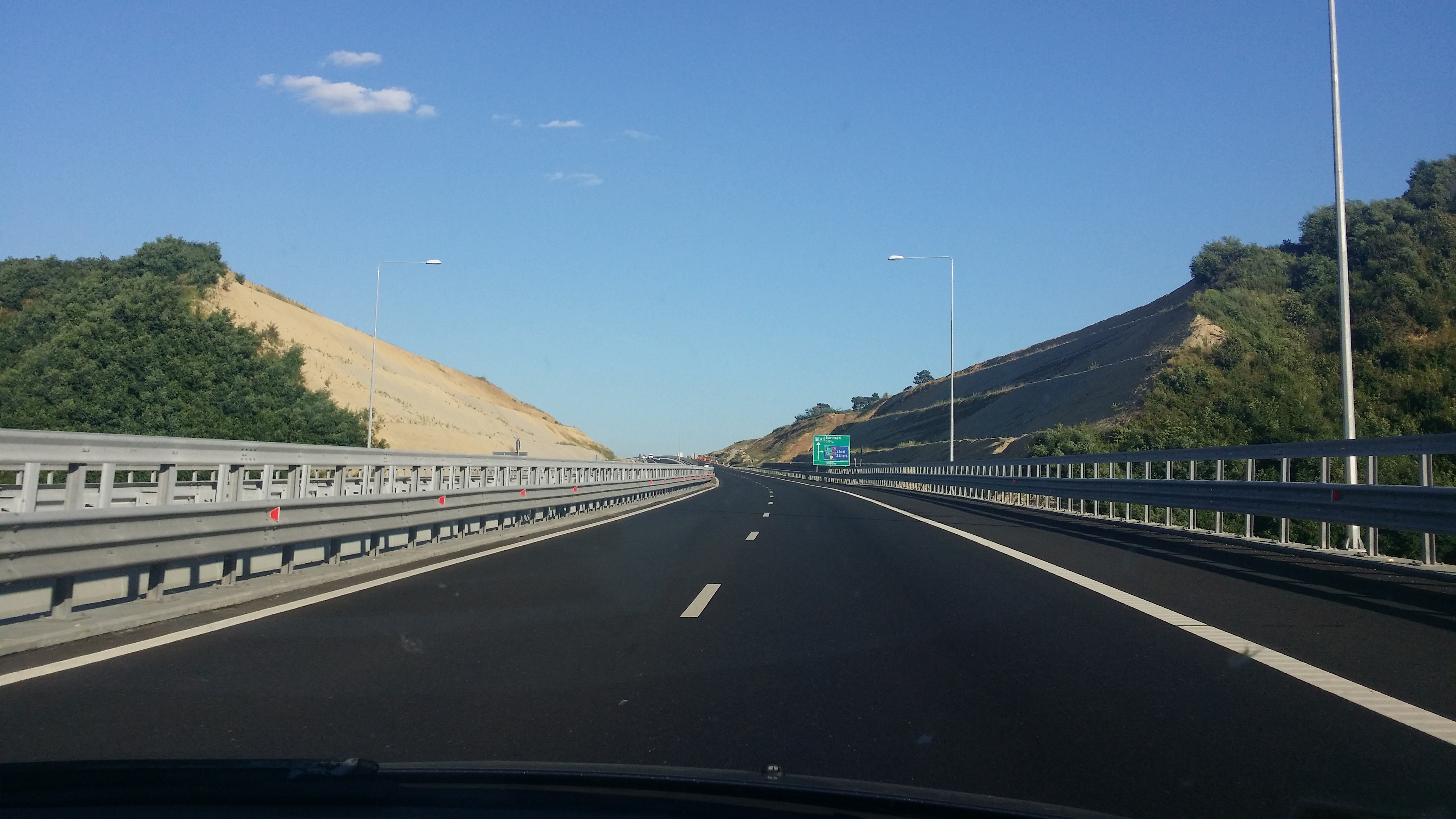 Autostrada Sibiu – Pitești, marile noutăți din acordul de mediu: risc de alunecări de teren pe 8 km, plus garduri pentru urși, cerbi și reptile