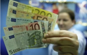 Euro-foreign-exchange-rate-lower-ahead-of-latest-EU-debt-sales