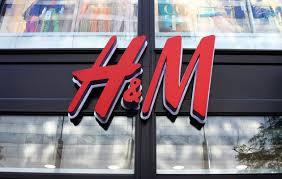 H&M înregistrează o scădere nemaiîntâlnită de la criza economică şi închide mai multe magazine