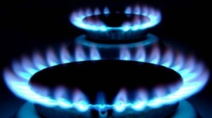 Guvernul şi CE au convenit un nou calendar de creştere a preţului la gaze pentru casnici