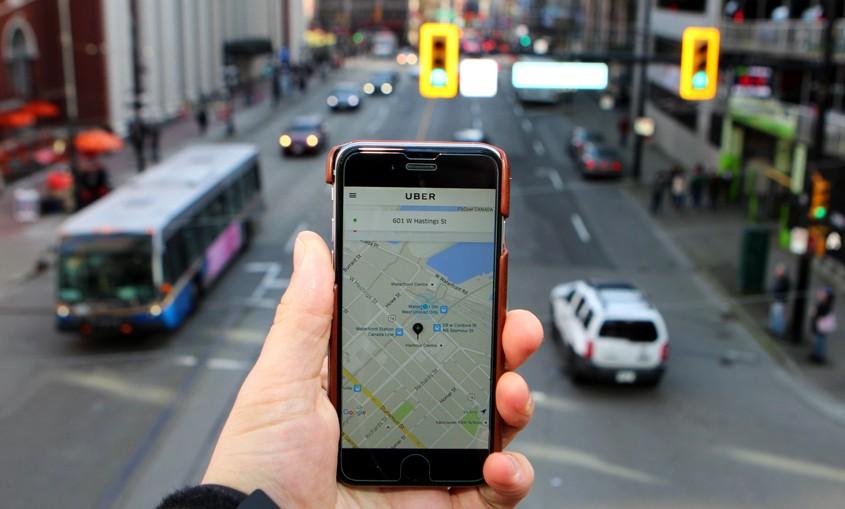 PwC România: Călătoriile cu şoferii parteneri Uber / Bolt şi cele cu taxiul via Clever, o piaţă de 340 milioane euro pe an