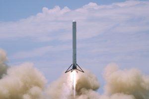 SpaceX, aterizare reuşită la punct fix