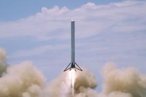 Realizare ISTORICĂ: SpaceX a reuşit aterizarea unei rachete pe o platformă marină, la punct fix