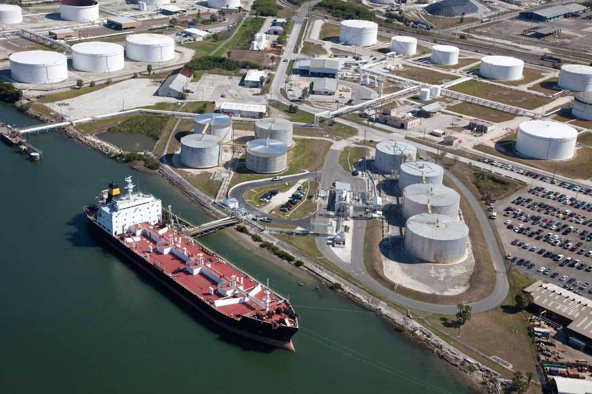 SUA anunță că toate țările care importă petrol din Iran vor fi sancționate