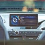 Producătorii auto vor să crească atractivitatea maşinilor de oraş prin tehnologia smartphone