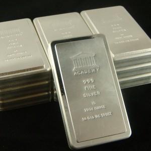 Preţul argintului a scăzut la cel mai redus nivel din 2010, în paralel cu declinul aurului