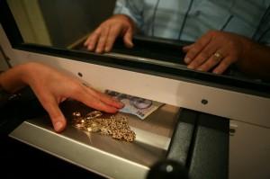 Achiziție pe piața de amanet din România: Grupul american Dollar Financial Group a preluat Express Credit Amanet
