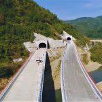 Serbia tocmai termină o autostradă de 550 de km pe un traseu la fel de greu ca Valea Oltului. Fără sprijinul fondurilor europene