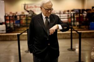 Warren Buffett se pregăteşte să predea conducerea Berkshire Hathaway