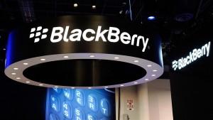 BlackBerry va concedia până la 40% din angajaţi în 2013
