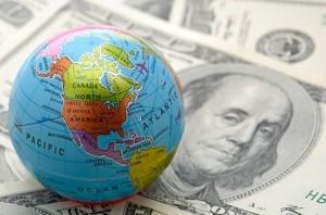 Dolarul a atins un nou maxim al ultimelor şapte luni faţă de euro