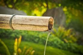 Două treimi din românii care locuiesc la țară nu sunt conectați la sistemul public de alimentare cu apă
