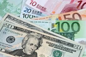 Euro a ajuns la cel mai mic nivel fata de dolar din decembrie 2005