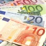 Euro a coborât faţă de dolar la cel mai scăzut nivel din 2006
