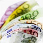 Euro atinge maximul anului 2017, 4,55 lei, analiștii cred că leul trece pe un nou palier de cotare