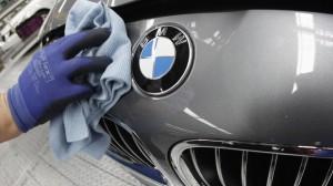 Compania BMW ar putea închide fabricile din Marea Britanie