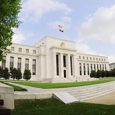 FED anunță reducerea achiziției de obligațiuni: dolarul se apreciază față de euro, în timp ce cotația aurului și petrolului scade