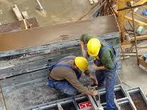 Volumul lucrărilor de construcţii a scăzut cu 2,2% în primele şapte luni din 2013