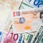 Lira sterlină şi euro, din nou în scădere. Preţul barilului de petrol a urcat din nou