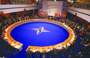 Breedlove: NATO va suplimenta temporar prezenţa militară în Europa de Est