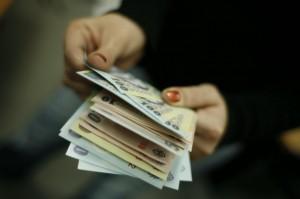 Peste 100 de angajaţi din Ministerul Afacerilor Interne au salariul mai mare decât cel al ministrului