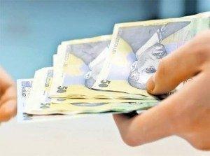 Cu creionul în mână pe noua creștere a salariului minim: de la argumentele oficiale la efectele concrete