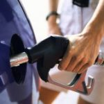 Ministrul Finanţelor: Acciza la combustibil va creşte cu 0,32 lei pe litru, în două etape / Ce spun transportatorii