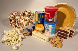 Decizie cu efect pe piața alimentară: UE limitează drastic ponderea acizilor grași în alimente. Sunt vinovați de moartea a 50.000 de europeni anual